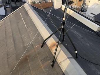 屋根に設置されたアンテナからサビ発生