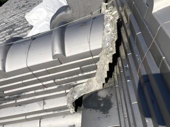 地震で崩れた棟の取り合い