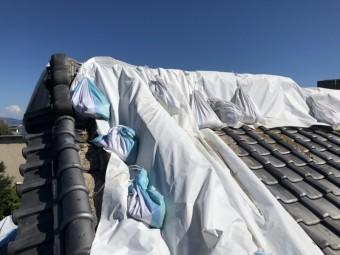 応急処置でシート養生した瓦屋根