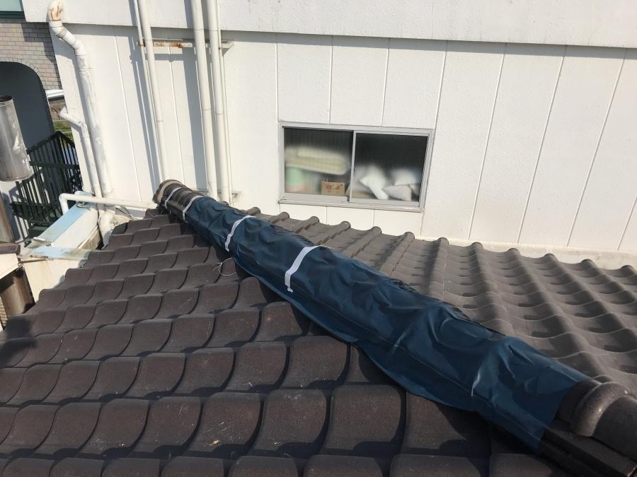 防水シート屋根材で棟に応急処置