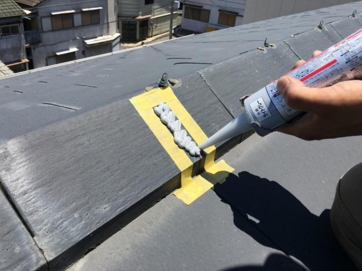 屋根のひび割れを補修