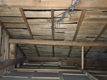 天井屋根裏雨漏り雨染み