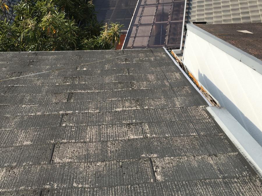 屋根リフォーム前のスレート屋根