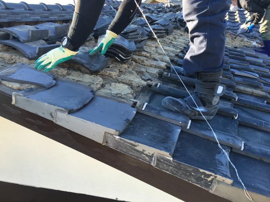 箕面市にて雨漏りを解決する瓦屋根葺き替え工事 瓦撤去