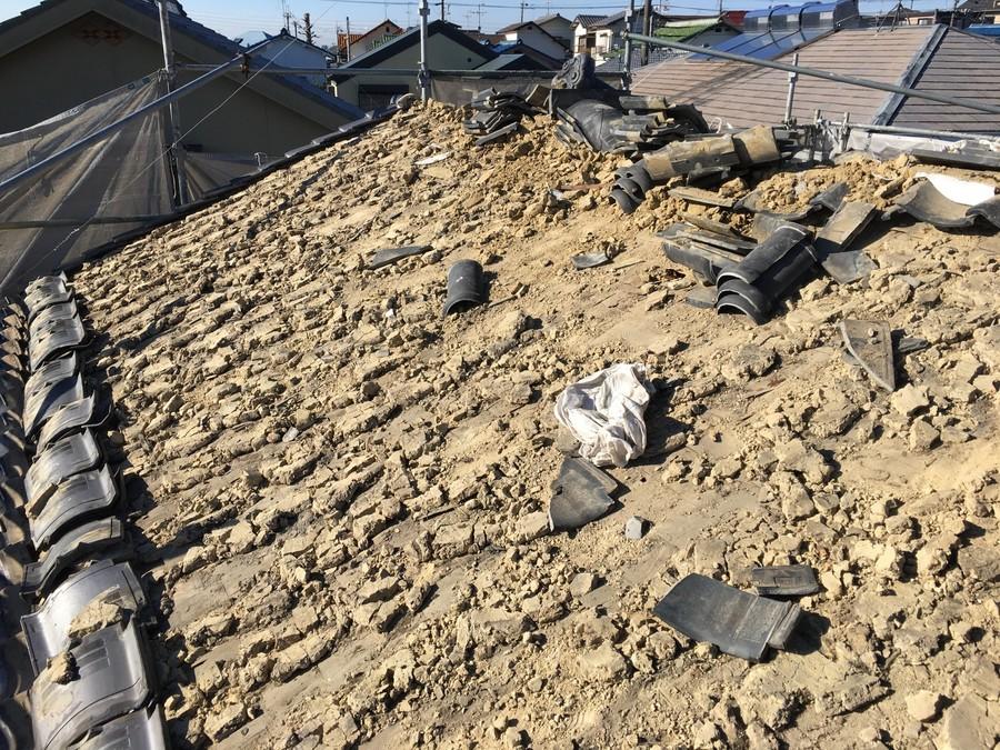 箕面市にて雨漏りを解決する瓦屋根葺き替え工事 葺き土