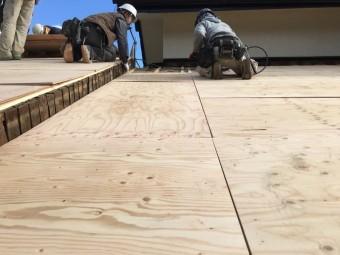 屋根板貼り施工