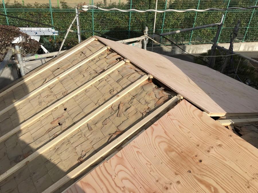 箕面市にて雨漏りを解決する瓦屋根葺き替え工事 野地板