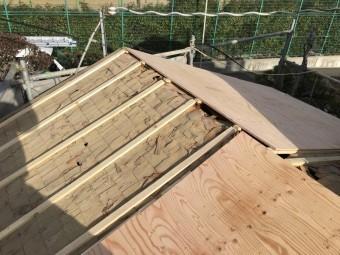 屋根板貼り