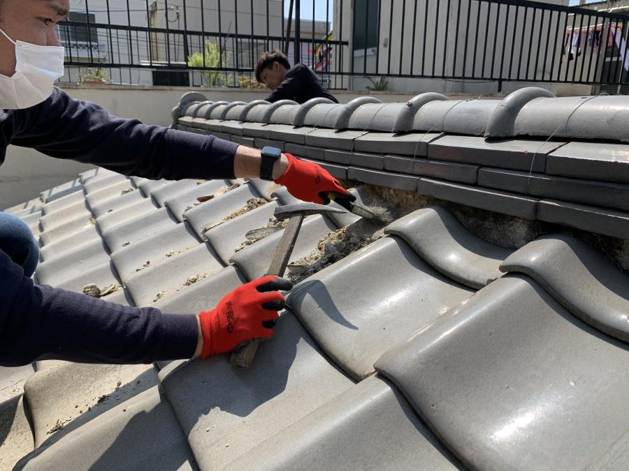 生野区 漆喰詰め直し工事 漆喰は劣化する前に詰め直しをします。