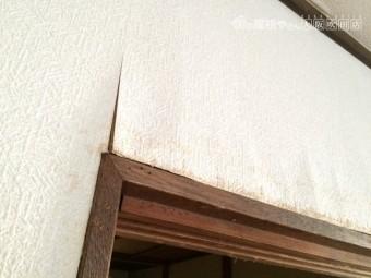 内壁雨漏りによるふくれと剥がれ
