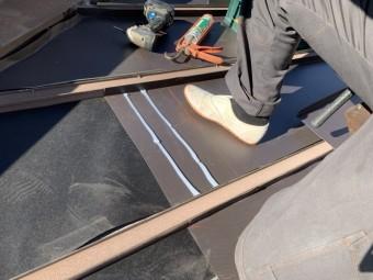 ガルバリウム鋼板ジョイントコーキング