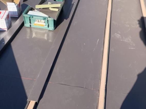 屋根カバー工事中