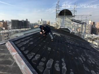 補修前のアスファルトシングル屋根を調査