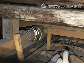 天井裏の激しい雨染みと劣化