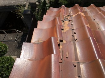 台風で倒壊した瓦屋根