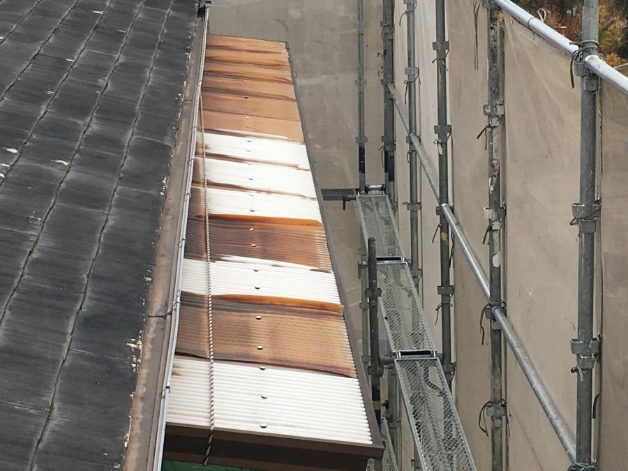 大阪市淀川区 古くなったベランダの波板屋根修理工事ビフォー