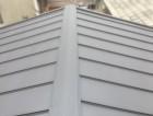屋根カバー工法直後のガルバリウム鋼板屋根