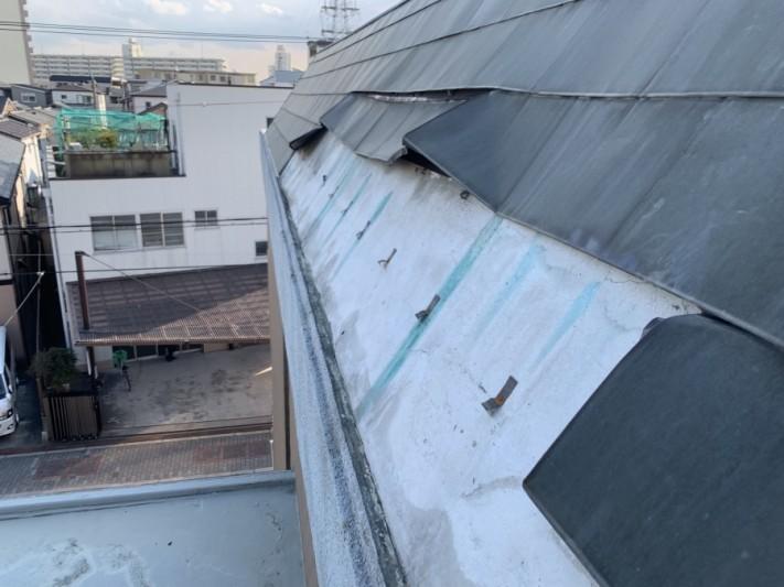 劣化し外れた金属屋根