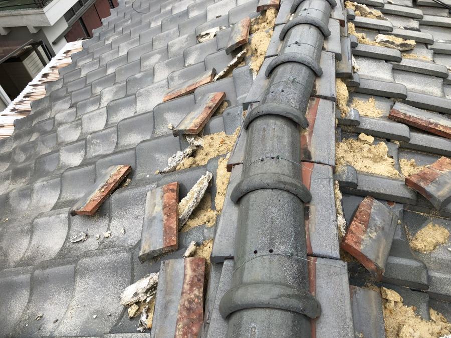 崩れた棟瓦は雨漏りの原因になった