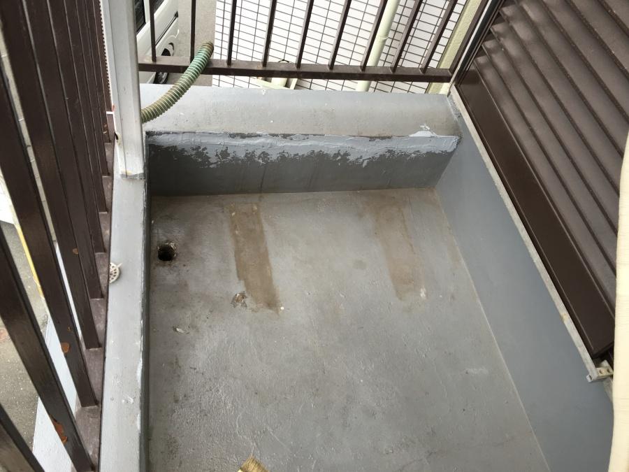防水塗装前ベランダ
