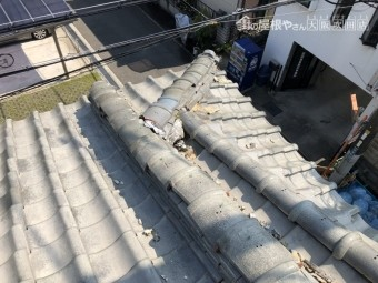 震災後の瓦のズレ