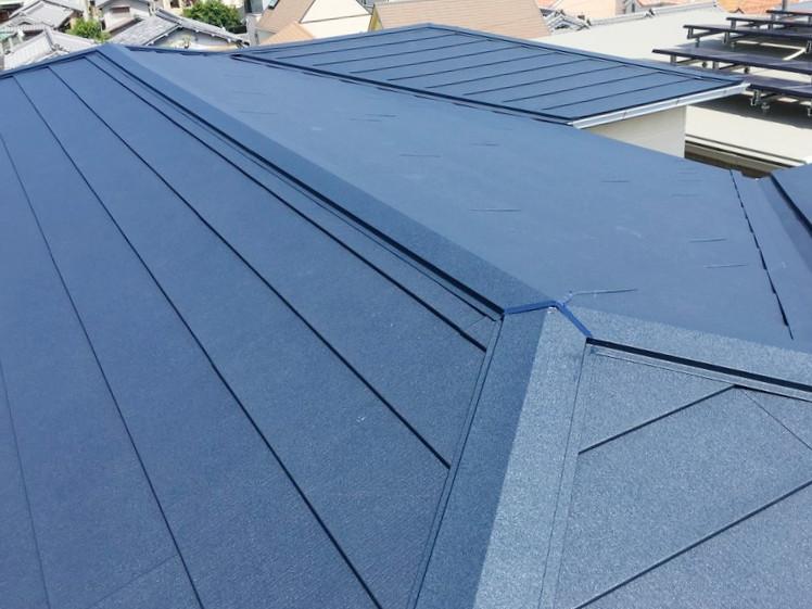吹田市 ガルバリウム鋼板で築年数の経った屋根を復活させる!