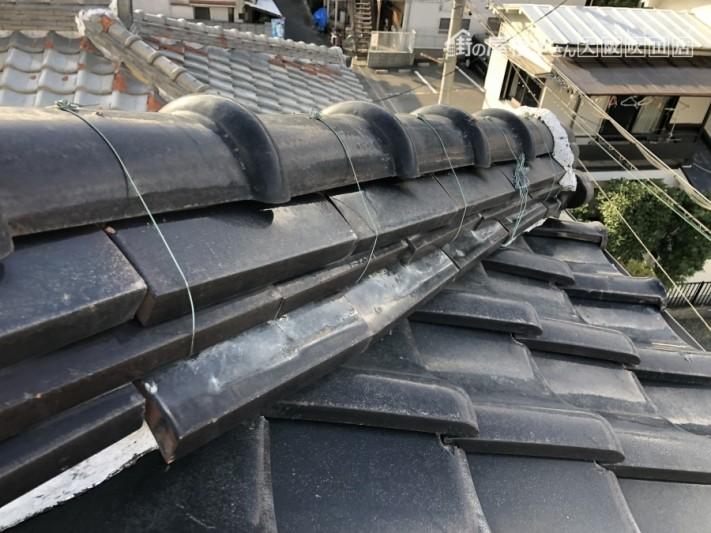 台風の強風で崩れた棟の熨斗瓦
