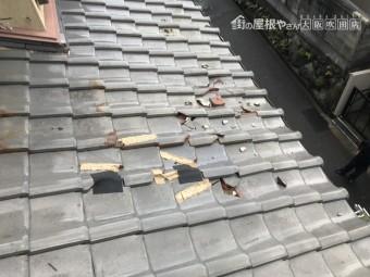 震災で崩壊した瓦屋根