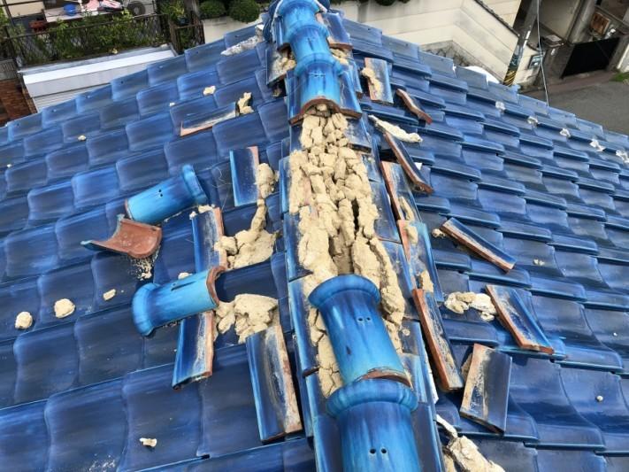 雨漏り原因となった棟瓦の崩れ