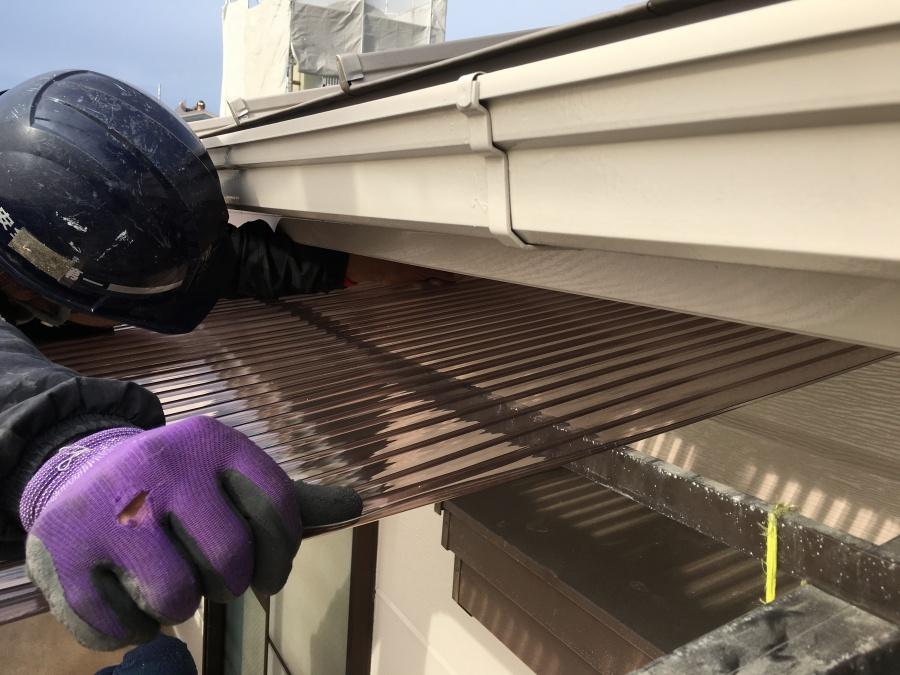 淀川区 屋根修理専門の職人による波板設置