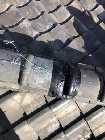 冠瓦を防水テープで補修