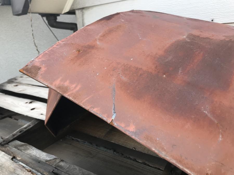 劣化しサビが発生した金属屋根