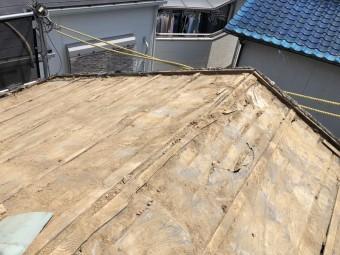 瓦をめくった後の屋根