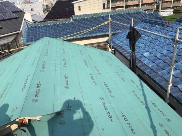 ルーフィング材を敷きつめた屋根