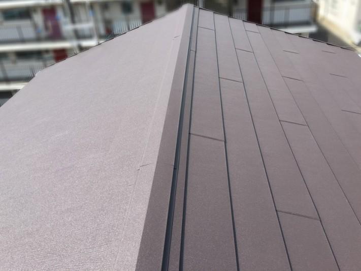 屋根カバー工法後の屋根