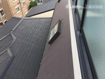 勾配屋根にある採光用の出窓