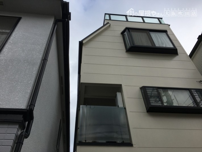 屋上と出窓のある現場の雨漏り調査