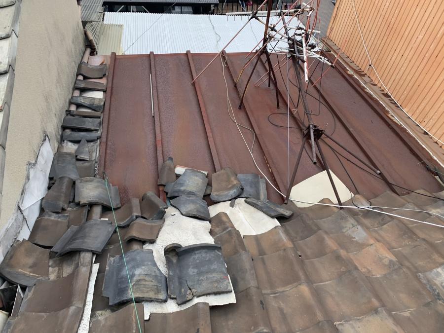 雨漏り箇所の真上の瓦屋根