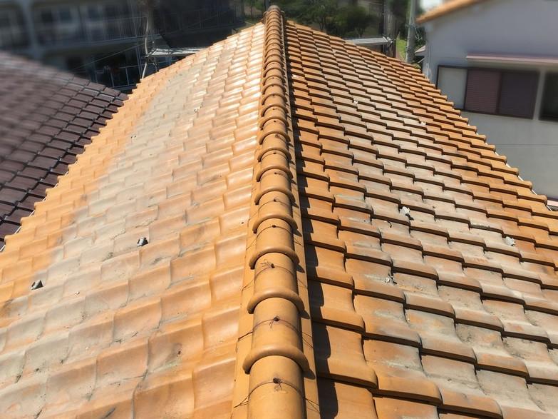 屋根葺き替え工事前の古い瓦屋根
