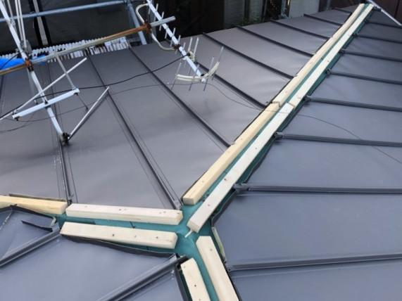 貫板を固定するための木材