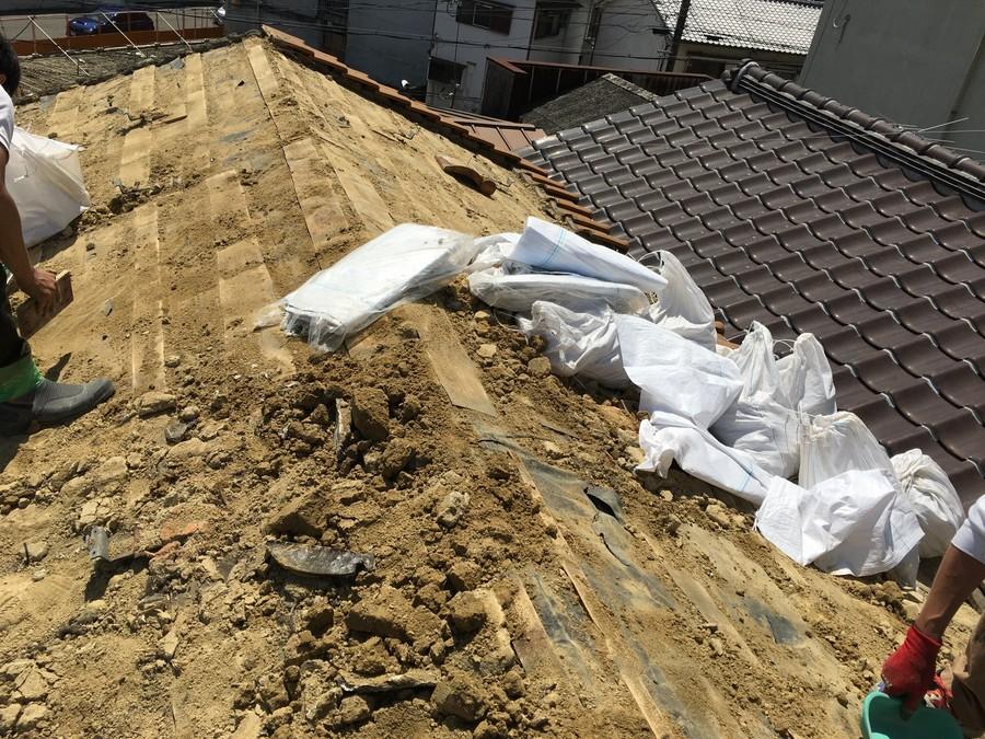 既存葺き土の撤去