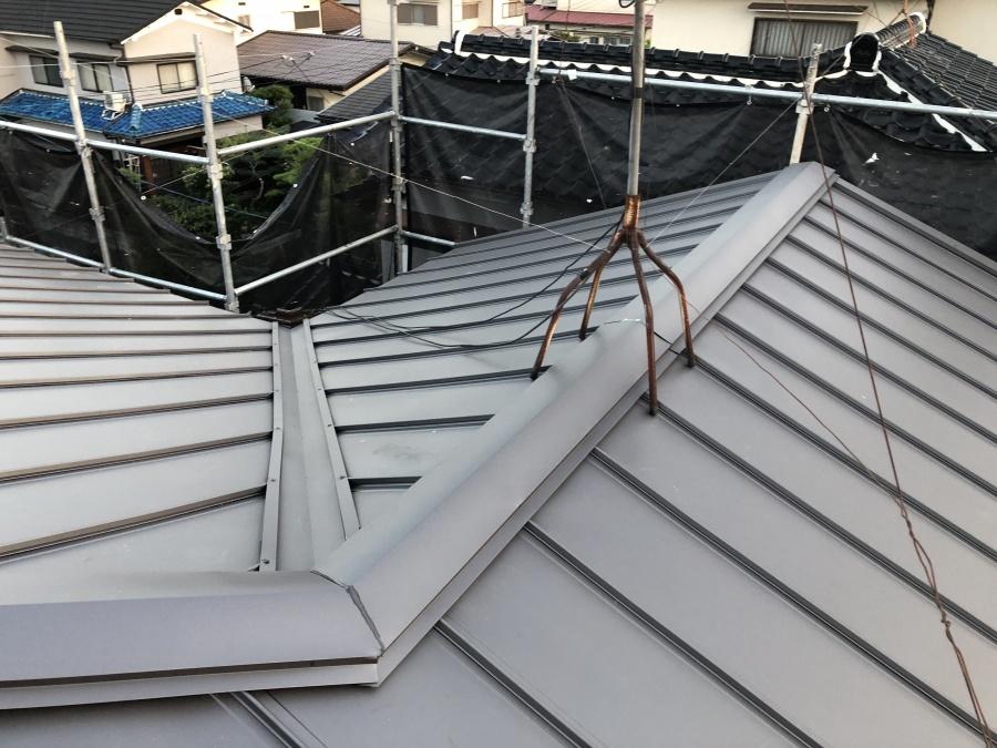 立平葺き切妻屋根