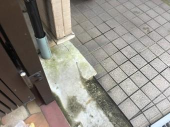 劣化した1階玄関ガレージ部分