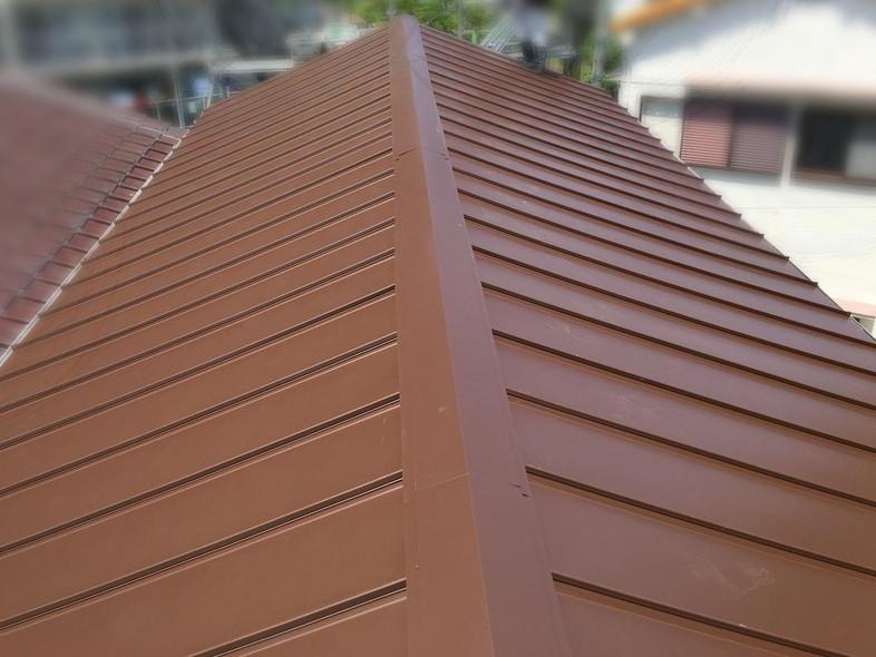 屋根葺き替え工事後の金属屋根