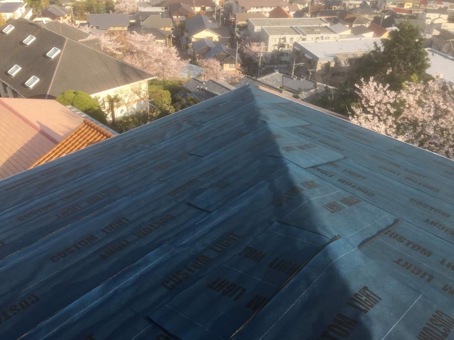 既存屋根の上から張ったカスタムライト