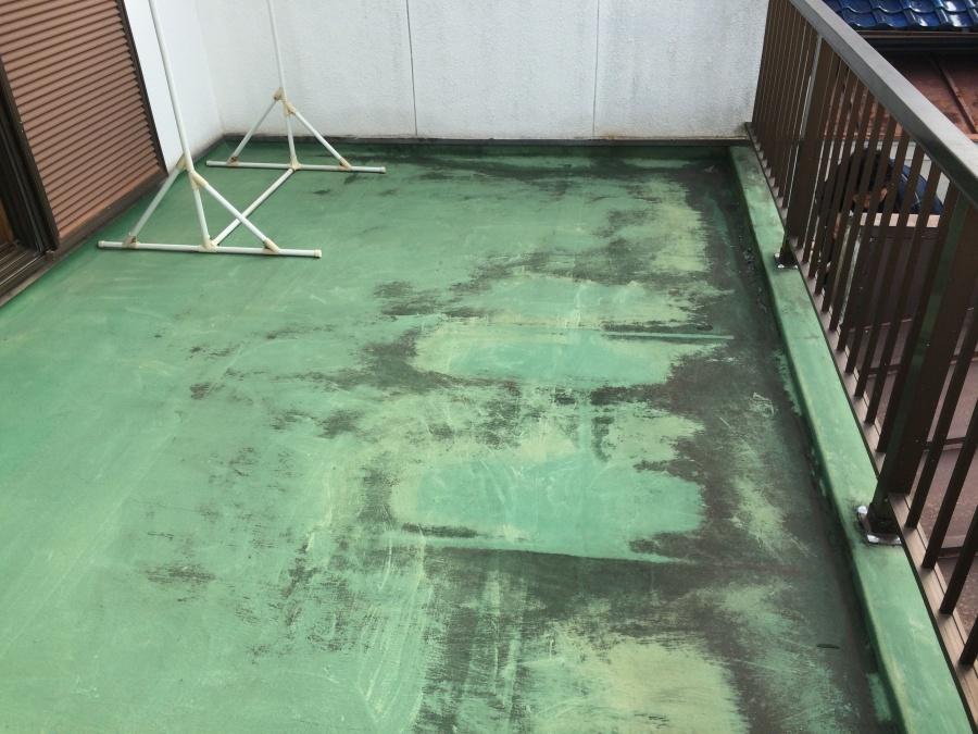 防水塗装の剥げた劣化したベランダバルコニー