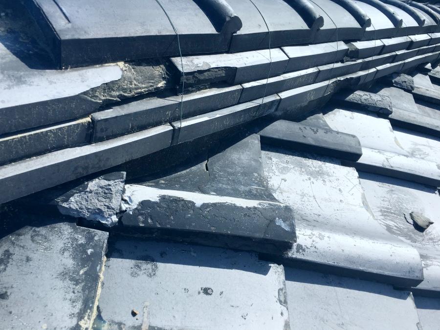 台風被害を受けた瓦屋根(棟)