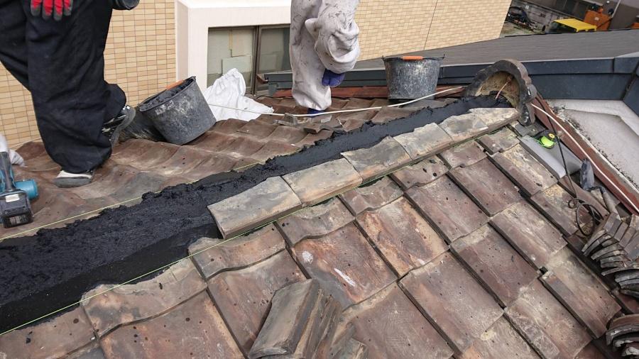 吹田市。棟部分積み直し工事。台風の影響による被害。