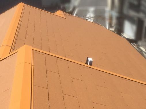 屋根葺き替え後のコロニアルクァッド屋根