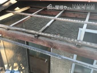 ポリカーボネートの屋根材を取り払った状態の木枠